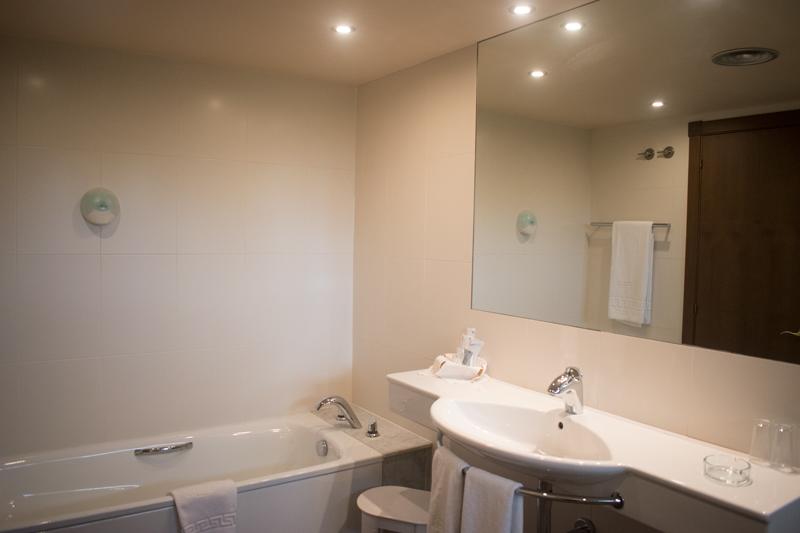 Segona vista al bany d'una habitació doble a Hotel Ramon