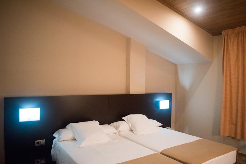 Segona vista d'un dormitori d'una habitació doble a Hotel Ramon amb baixa resolució