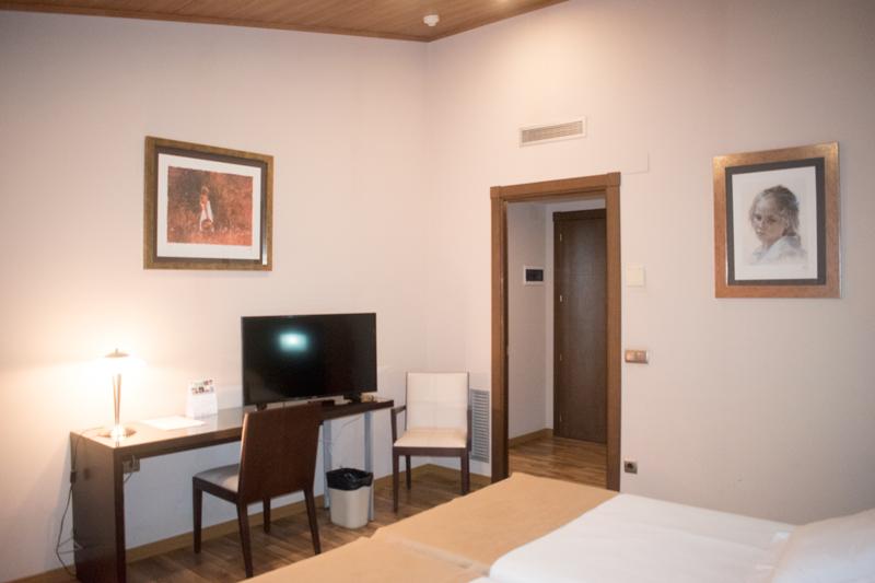 Primera vista d'un dormitori d'una habitació doble a Hotel Ramon 1