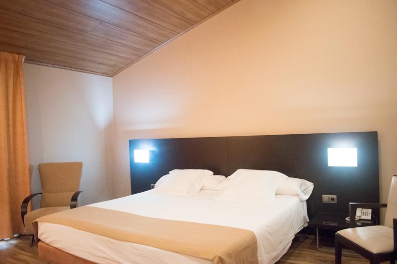 Primera vista a l'habitació d'una suite a Hotel Ramon