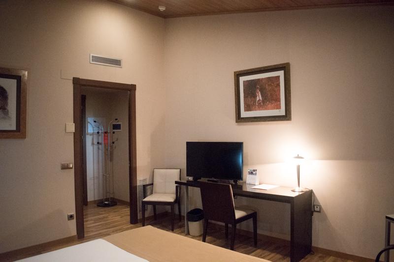 Segona vista a l'habitació d'una suite a Hotel Ramon